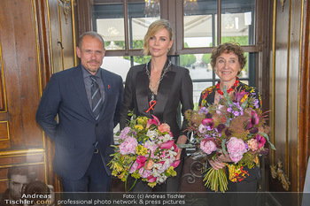 Crystal of hope an Charlize Theron - Kaiserpavillon Schönbrunn - Do 31.05.2018 - Charlize THERON, Gery KESZLER, Helene VAN DAMM73