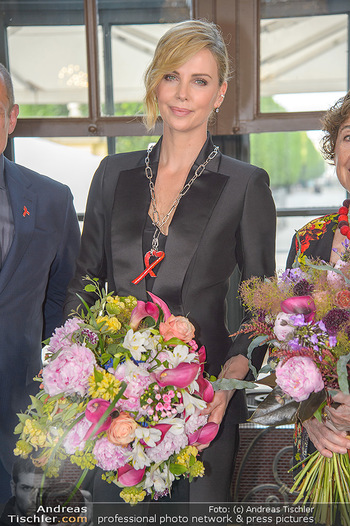 Crystal of hope an Charlize Theron - Kaiserpavillon Schönbrunn - Do 31.05.2018 - Charlize THERON76