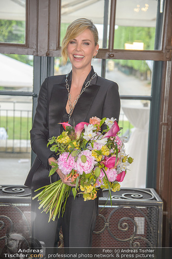 Crystal of hope an Charlize Theron - Kaiserpavillon Schönbrunn - Do 31.05.2018 - Charlize THERON79