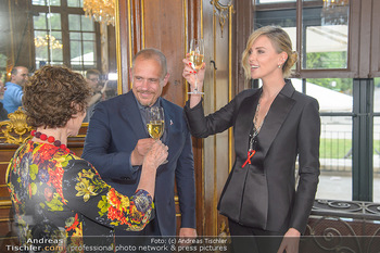 Crystal of hope an Charlize Theron - Kaiserpavillon Schönbrunn - Do 31.05.2018 - Charlize THERON, Gery KESZLER, Helene VAN DAMM85