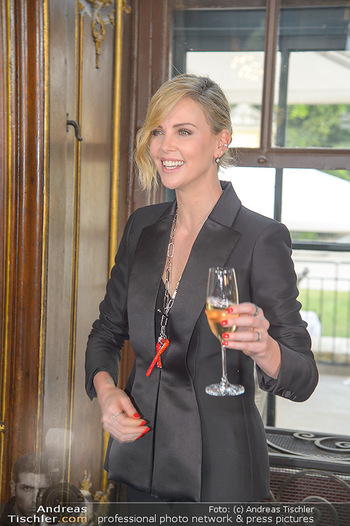 Crystal of hope an Charlize Theron - Kaiserpavillon Schönbrunn - Do 31.05.2018 - Charlize THERON87