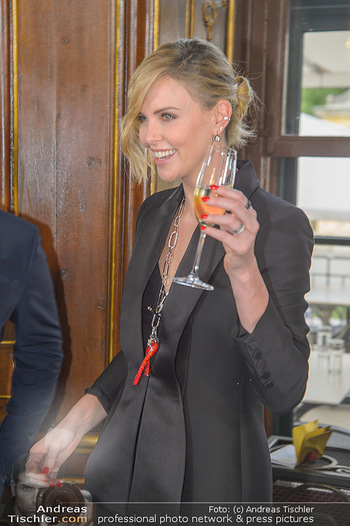 Crystal of hope an Charlize Theron - Kaiserpavillon Schönbrunn - Do 31.05.2018 - Charlize THERON88