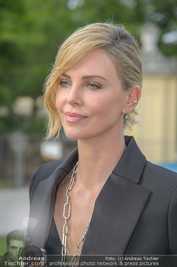 Crystal of hope an Charlize Theron - Kaiserpavillon Schönbrunn - Do 31.05.2018 - Charlize THERON (Portrait)89