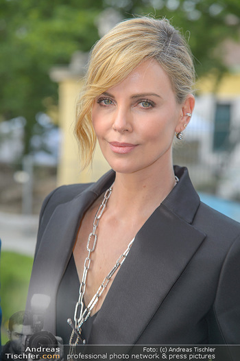 Crystal of hope an Charlize Theron - Kaiserpavillon Schönbrunn - Do 31.05.2018 - Charlize THERON (Portrait)90