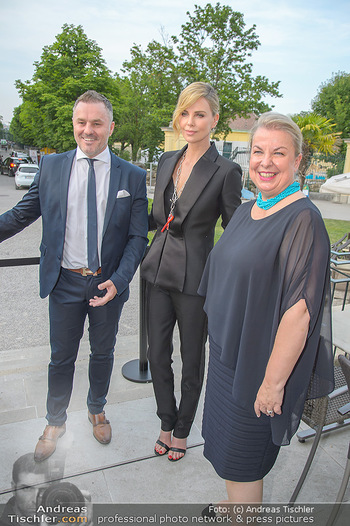 Crystal of hope an Charlize Theron - Kaiserpavillon Schönbrunn - Do 31.05.2018 - Charlize THERON, Beate HARTINGER-KLEIN91
