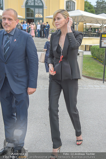 Crystal of hope an Charlize Theron - Kaiserpavillon Schönbrunn - Do 31.05.2018 - Charlize THERON, Gery KESZLER93