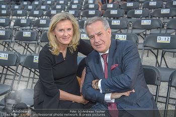 Sommernachtskonzert 2018 - Schloss Schönbrunn - Do 31.05.2018 - Sigi WOLF mit Ehefrau Andrea9