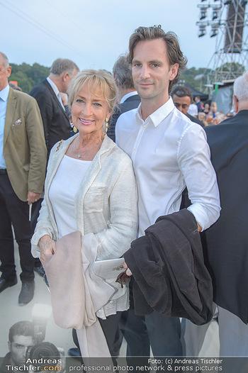 Sommernachtskonzert 2018 - Schloss Schönbrunn - Do 31.05.2018 - Dagmar KOLLER mit Freund Michael BALGAVY21