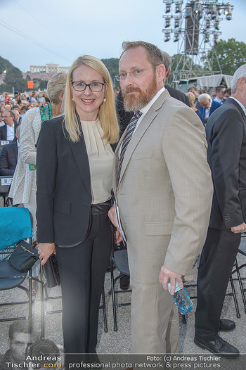 Sommernachtskonzert 2018 - Schloss Schönbrunn - Do 31.05.2018 - Margarete SCHRAMB�CK mit Ehemann26