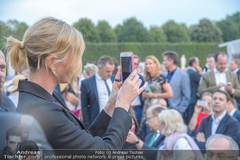 Sommernachtskonzert 2018 - Schloss Schönbrunn - Do 31.05.2018 - Charlize THERON fotografiert mit Handy33