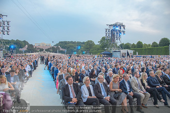 Sommernachtskonzert 2018 - Schloss Schönbrunn - Do 31.05.2018 - Zuschauer, Menschenmassen, Publikum, Gloriette, Schloss Schönbr42