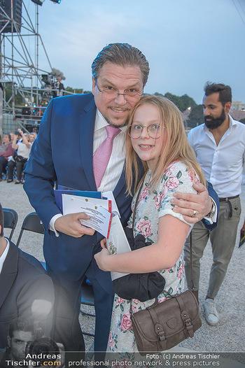 Sommernachtskonzert 2018 - Schloss Schönbrunn - Do 31.05.2018 - Michael SCHADE (mit Tochter Eva?)43