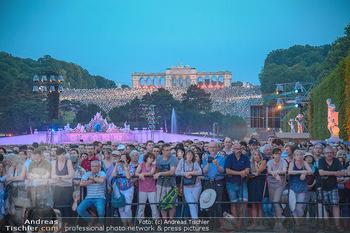 Sommernachtskonzert 2018 - Schloss Schönbrunn - Do 31.05.2018 - Zuschauer, Menschenmassen, Publikum, Gloriette, Schloss Schönbr45