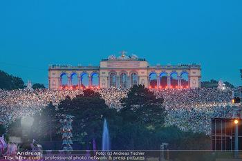 Sommernachtskonzert 2018 - Schloss Schönbrunn - Do 31.05.2018 - Zuschauer, Menschenmassen, Publikum, Gloriette, Schloss Sch�nbr76