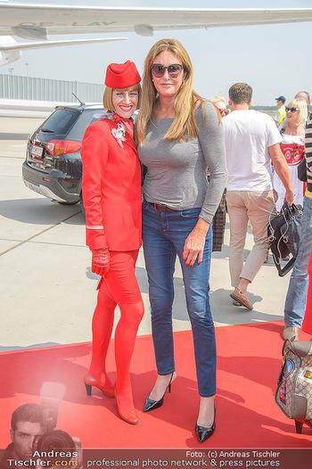 Lifeball Flieger Ankunft - Flughafen Wien Schwechat - Fr 01.06.2018 - Caitlyn JENNER12