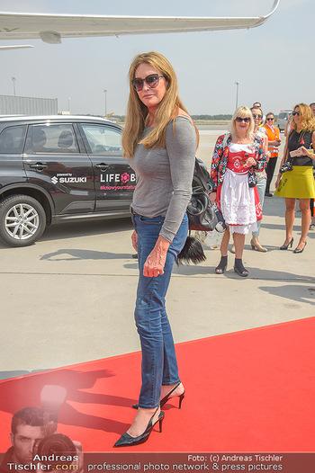 Lifeball Flieger Ankunft - Flughafen Wien Schwechat - Fr 01.06.2018 - Caitlyn JENNER14