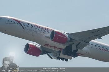 Lifeball Flieger Ankunft - Flughafen Wien Schwechat - Fr 01.06.2018 - Flugzeug beim Fliegen, in der Luft42