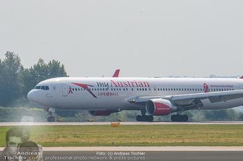 Lifeball Flieger Ankunft - Flughafen Wien Schwechat - Fr 01.06.2018 - Flugzeug, Austrian Lifeball Flieger45