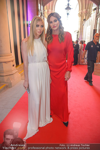 LifeBall 2018 - Red Carpet - Rathaus - Sa 02.06.2018 - Caitlyn JENNER, Sophie HUTCHINS4
