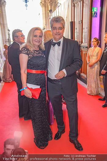 LifeBall 2018 - Red Carpet - Rathaus - Sa 02.06.2018 - Wolfgang HESOUN mit Ehefrau Brigitte8