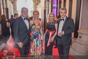 LifeBall 2018 - Red Carpet - Rathaus - Sa 02.06.2018 - Josef PR�LL mit Ehefrau Gabi, Wolfgang HESOUN mit Ehefrau Brigi10