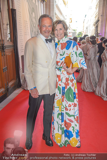 LifeBall 2018 - Red Carpet - Rathaus - Sa 02.06.2018 - Desiree TREICHL-ST�RGKH mit Ehemann Andreas TREICHL18