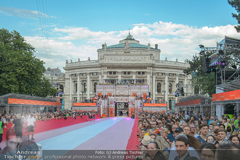 LifeBall 2018 - Red Carpet - Rathaus - Sa 02.06.2018 - Burgtheater, Rathausplatz28