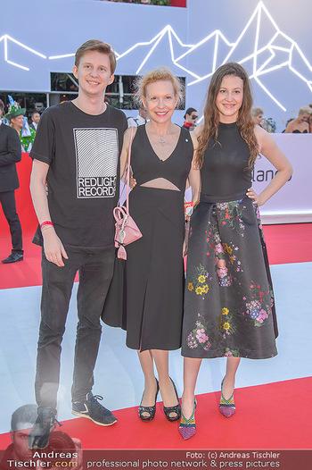 LifeBall 2018 - Red Carpet - Rathaus - Sa 02.06.2018 - Sunnyi MELLES mit Sohn Constantin SAYN-WITTGENSTEIN, Tochter Leo63