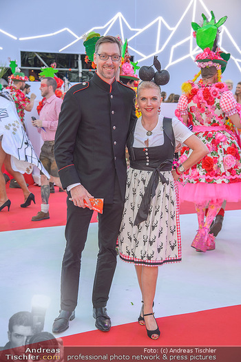 LifeBall 2018 - Red Carpet - Rathaus - Sa 02.06.2018 - Markus FERRIGATO, Liane SEITZ72