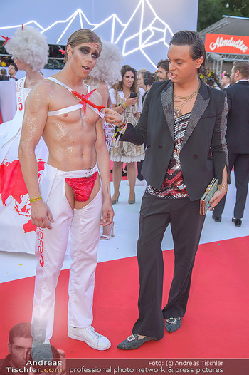 LifeBall 2018 - Red Carpet - Rathaus - Sa 02.06.2018 - Julian F.M. ST�CKEL mit Gast74