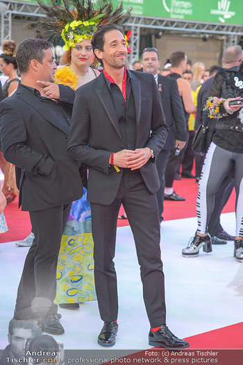 LifeBall 2018 - Red Carpet - Rathaus - Sa 02.06.2018 - Adrien BRODY80
