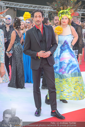 LifeBall 2018 - Red Carpet - Rathaus - Sa 02.06.2018 - Adrien BRODY81