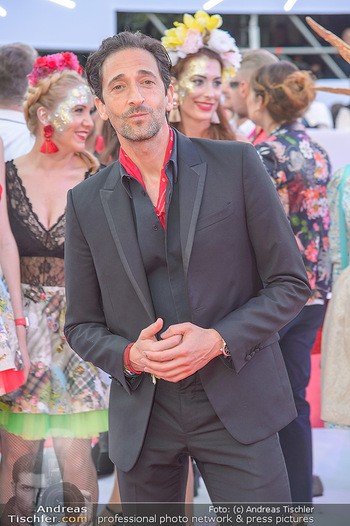 LifeBall 2018 - Red Carpet - Rathaus - Sa 02.06.2018 - Adrien BRODY84