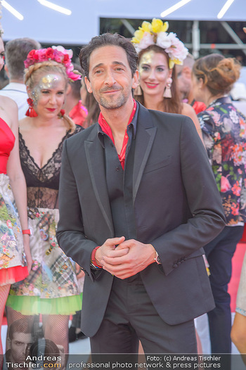 LifeBall 2018 - Red Carpet - Rathaus - Sa 02.06.2018 - Adrien BRODY85