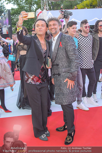 LifeBall 2018 - Red Carpet - Rathaus - Sa 02.06.2018 - Jonas KAUFMANN, Julian F.M. ST�CKEL95