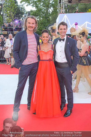 LifeBall 2018 - Red Carpet - Rathaus - Sa 02.06.2018 - Thomas KAMENAR, Alice TUMLER, Peter SCHNEEBERGER106
