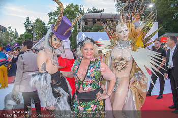 LifeBall 2018 - Red Carpet - Rathaus - Sa 02.06.2018 - Marika LICHTER mit G�sten114