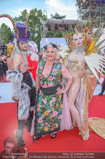 LifeBall 2018 - Red Carpet - Rathaus - Sa 02.06.2018 - Marika LICHTER mit G�sten115