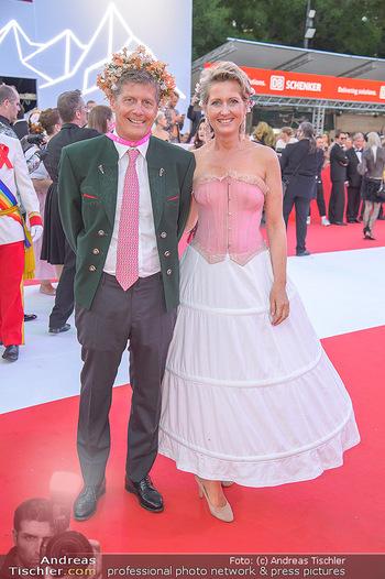 LifeBall 2018 - Red Carpet - Rathaus - Sa 02.06.2018 - Martina und Kari HOHENLOHE118