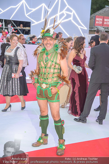 LifeBall 2018 - Red Carpet - Rathaus - Sa 02.06.2018 - Arturo D�ASTE120