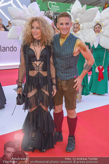 LifeBall 2018 - Red Carpet - Rathaus - Sa 02.06.2018 - Sandra PIRES, Andi KNOLL126