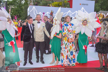 LifeBall 2018 - Red Carpet - Rathaus - Sa 02.06.2018 - Hubert Hupo NEUPER, Andreas TREICHL mit Ehefrau Desiree130