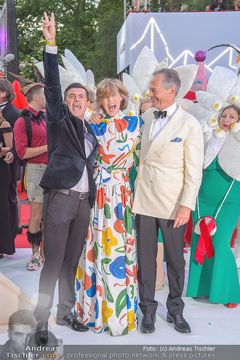 LifeBall 2018 - Red Carpet - Rathaus - Sa 02.06.2018 - Hubert Hupo NEUPER, Andreas TREICHL mit Ehefrau Desiree133