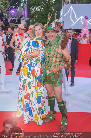 LifeBall 2018 - Red Carpet - Rathaus - Sa 02.06.2018 - Desiree TREICHL-ST�RGKH, Arturo D�ASTE136