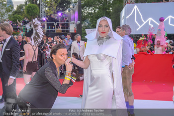 LifeBall 2018 - Red Carpet - Rathaus - Sa 02.06.2018 - Julian F.M. ST�CKEL138