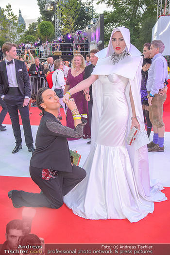LifeBall 2018 - Red Carpet - Rathaus - Sa 02.06.2018 - Julian F.M. ST�CKEL139