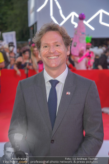 LifeBall 2018 - Red Carpet - Rathaus - Sa 02.06.2018 - Trevor D. TRAINA (Portrait)141