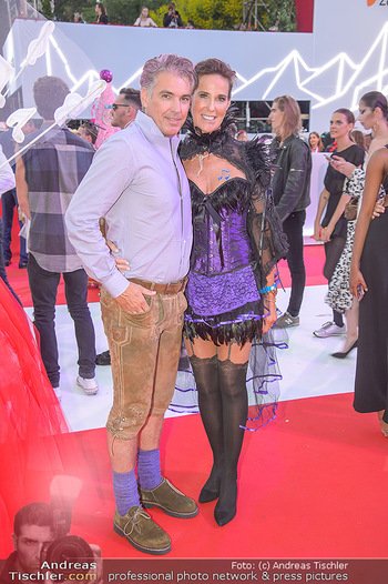LifeBall 2018 - Red Carpet - Rathaus - Sa 02.06.2018 - Kathi STUMPF, Alex BEZA148