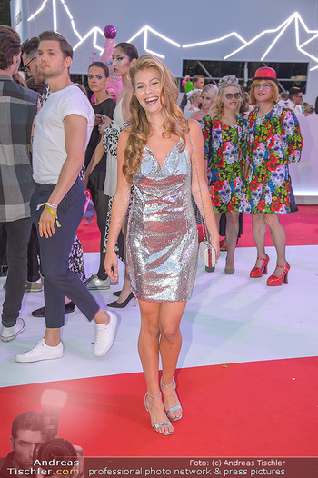 LifeBall 2018 - Red Carpet - Rathaus - Sa 02.06.2018 - Zoe STRAUB152