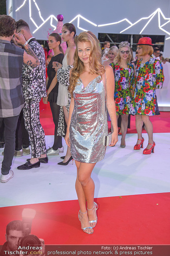 LifeBall 2018 - Red Carpet - Rathaus - Sa 02.06.2018 - Zoe STRAUB153